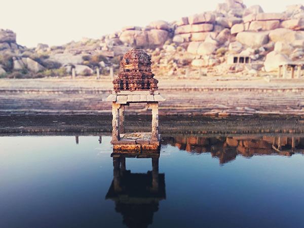 Wandering around the ruins of Hampi - thing to do in Hampi