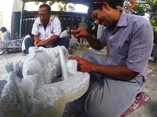 One of the things to do in Mysore includes a visit to the stone sculptors