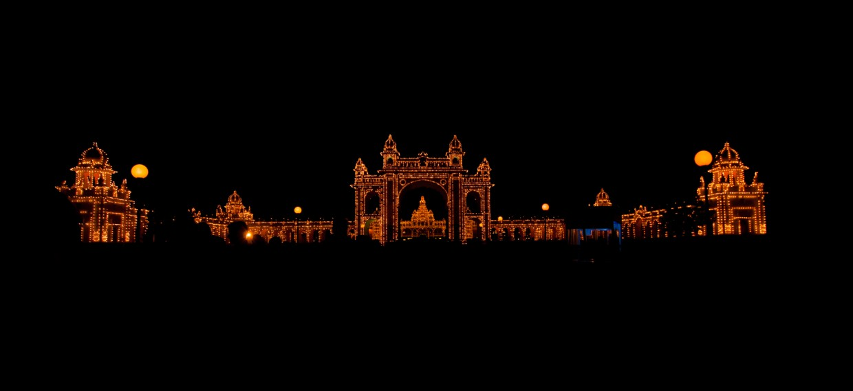 You cannot complete your backpacking in India without visiting the Mysore palace