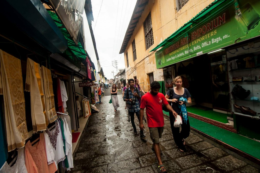Walking around the alleys is a must thing to do in Kochi