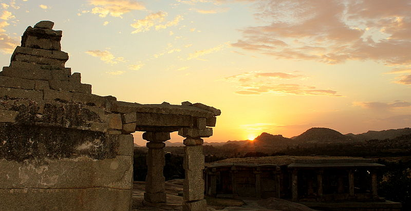 Hemakunta hill is a sure shot in Hampi guide