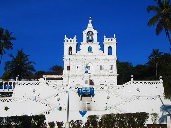 Things to do in Goa - Explore the many Portuguese churches
