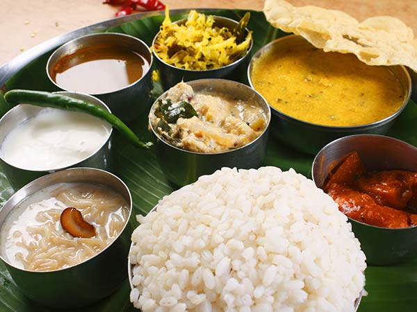 Enjoy the Kerala Sadhya during the Cochin city tour